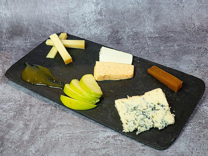 Tabla de 3 quesos asturianos   Restaurante asturiano Couzapín